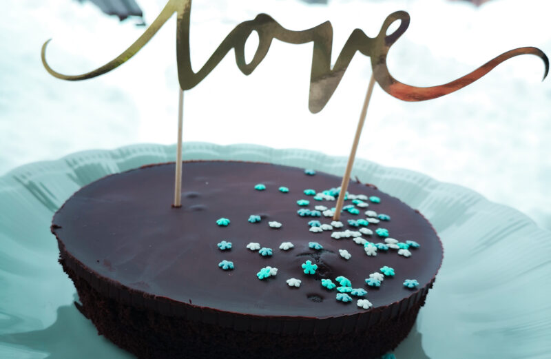 Veganska sacher torta za sladko Valentinovo